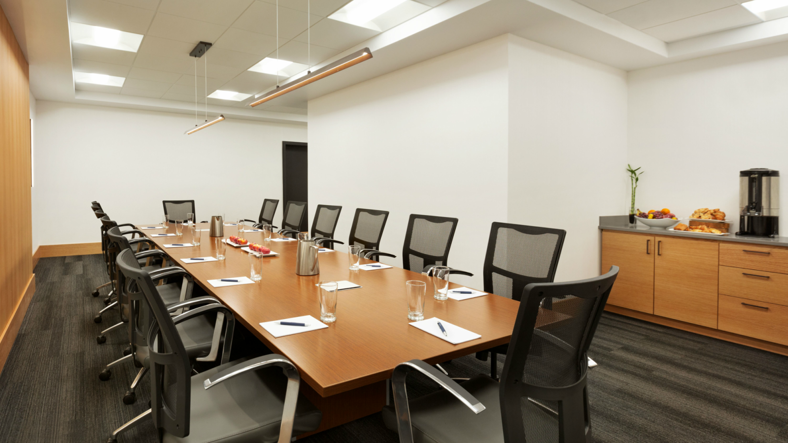 Vibrant, Flexible and Modern Meeting Space